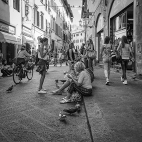 Lunchtime outside All'Antico Vinaio, a famous sandwich shop on Via dei Neri.