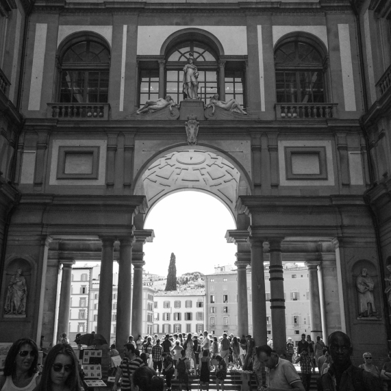 A crowded afternoon outside the Uffizzi Gallery.